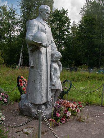 с. Княжиха Бежецкого р-на. Памятник погибшим воинам.