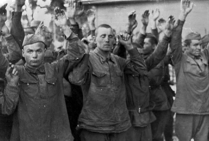 Группа пленных солдат. Брест, 24 июня 1941 г.