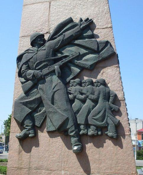 Барельеф на монументе.