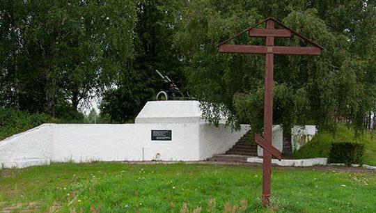 г. Тверь. Памятный знак на рубеже обороны Твери представляет собой 122-мл гаубицу, установленную на защитном бруствере.