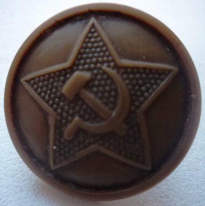 Пластмассовые пуговицы образца 1943 года, поставляемые по Ленд-лизу из США.