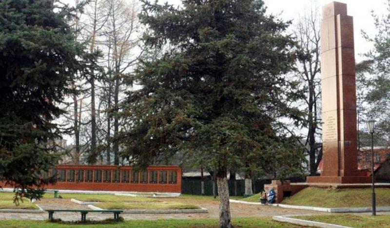 г. Белый. Мемориал, установленный на братской могиле, в которой похоронено 4588 советских воинов, в т.ч. 1628 неизвестных.