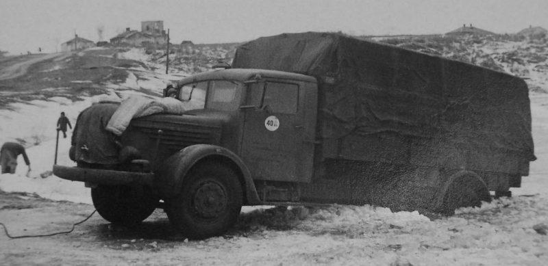 Немецкий грузовик на околице Тарнополя. Март 1944 г.