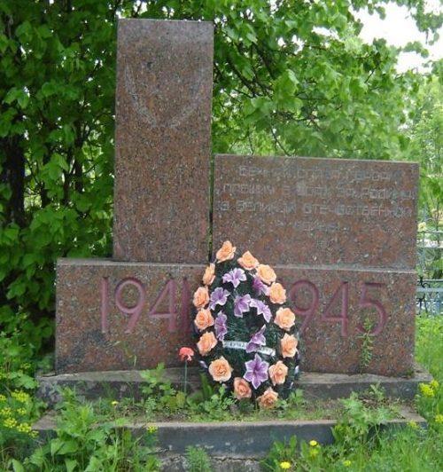Памятник на воинском захоронении на Петропавловском кладбище.