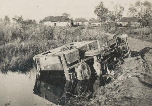 Разбитый советский грузовик. Июнь 1941 г.