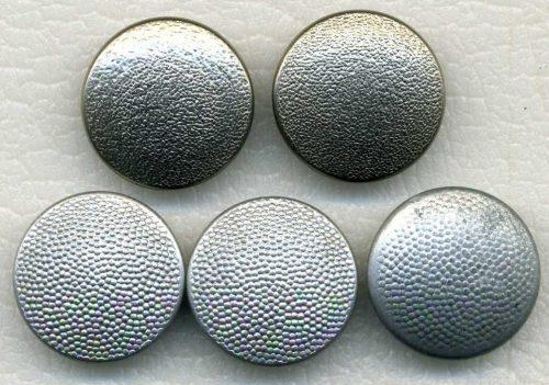 Пуговицы диаметром 19 мм с клеймами разных производителей.
