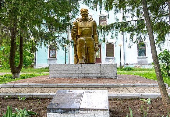 с. Божково Полтавского р-на. Памятник советским воинам, установленный в 1955 году.