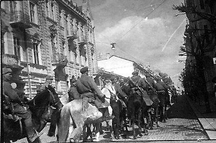 Партизаны возвращаются в родной город. Март 1944 г.