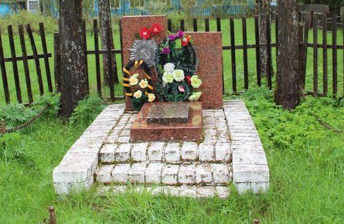 п. Демяхи Бельского р-на. Братская могила советских воинов.