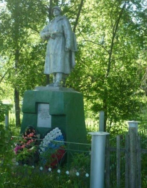 д. Егорье Бельского р-на. Памятник, установленный на братской могиле советских воинов, погибших в годы войны.