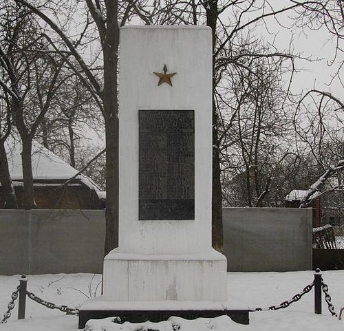 с. Гора Полтавского р-на. Памятный знак погибшим воинам-землякам, установленный в 1989 году.