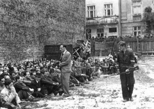 Согнанные евреи перед расстрелом. 3 июля 1941 г.