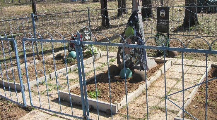 д. Ивановка Бельского р-на. Воинское захоронение, в которой похоронено 177 советских воинов, из них 10 неизвестных.