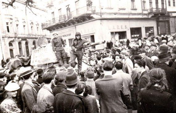 Горожане встречают освободителей. Март 1944 г.