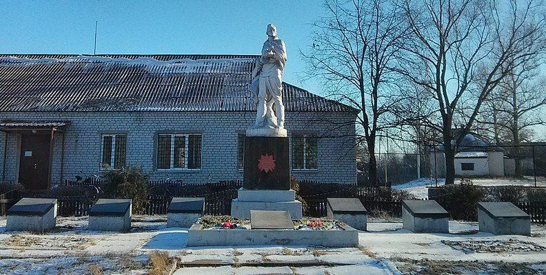 с. Хоришки Козельщинского р-на. Памятник, установленный в 1956 году на братской могиле советских воинов и мемориальные плиты с именами погибших земляков.