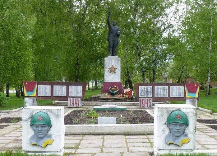 с. Великая Рублевка Котелевского р-на. Памятник, установленный в 1956 году на братской могиле советских воинов и мемориальные плиты с именами погибших земляков.