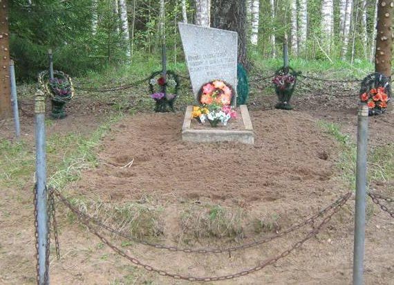 д. Ломоносово Бельского р-на. Братская могила советских воинов.