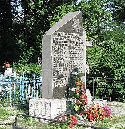 с. Копили Полтавского р-на. Памятный знак погибшим воинам-землякам, подпольщикам, жертвам голодомора, установленный в 1988 году.