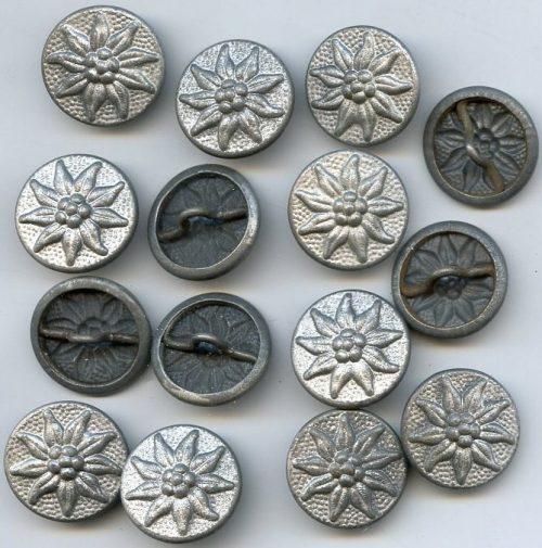 Пуговицы с эдельвейсами горнострелковых подразделений Вермахта диаметром 19 мм.
