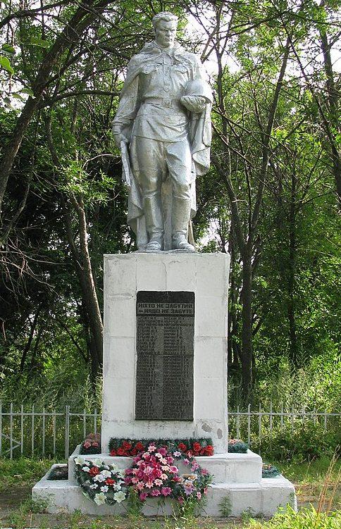 с. Курилеховка Полтавского р-на. Памятник в честь погибших односельчан, установленный в 1956 году.