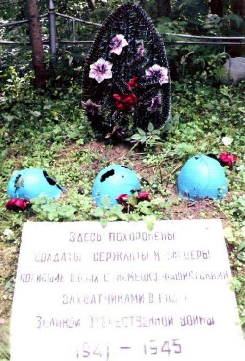 д. Раменка Бельского р-на. Воинское захоронение 67 советских воинов.