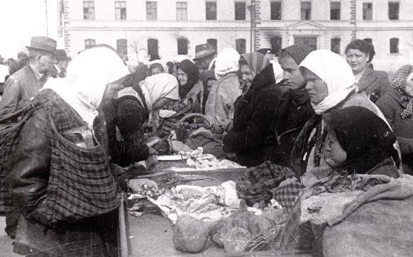 Городской базар. Апрель 1944 г.