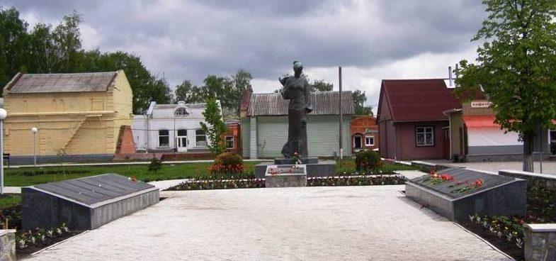 п. Котельва. Памятник, установленный на братской могиле советских воинов, погибших в боях за поселок.