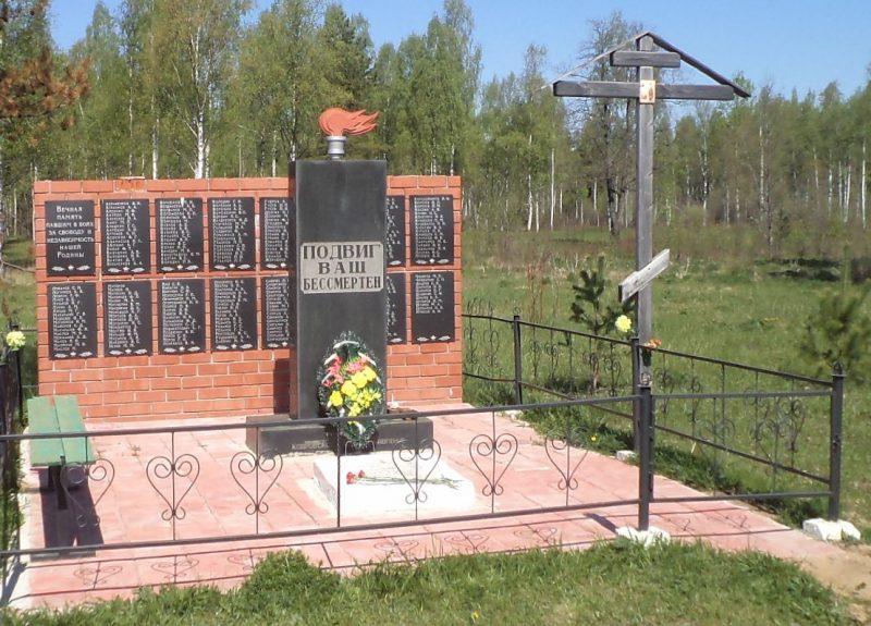 м. Черный ручей Бельского р-на. Памятник, установленный на братской могиле, в которой похоронено 249 советских воинов.