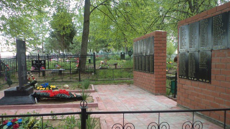 д. Читаты Бельского р-на. Памятник, установленный на братской могиле, в которой похоронено 740 советских воинов.