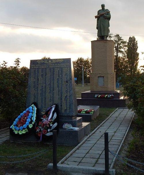 с. Супруновка Полтавского р-на. Памятник погибшим воинам-землякам, установленный в 1954 году.
