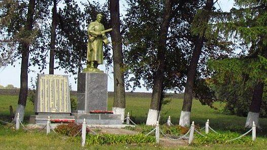 с. Цыганское Полтавского р-на. Памятник погибшим воинам-землякам, установленный в 1967 году.