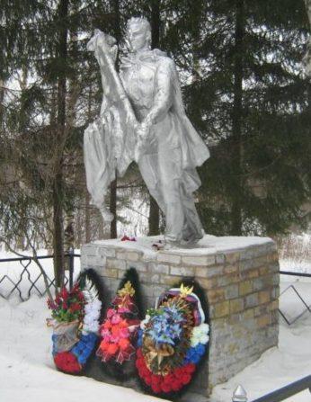 п. Борки 2 Бологовского р-на. Памятник, установленный в 1957 году на братской могиле, в которой похоронено 46 советских воинов, в т.ч. 26 неизвестных.