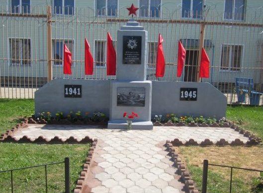 д. Михайловское Бологовского р-на. Памятник советским воинам, установленный в 2020 году на территории ЛИУ-3.