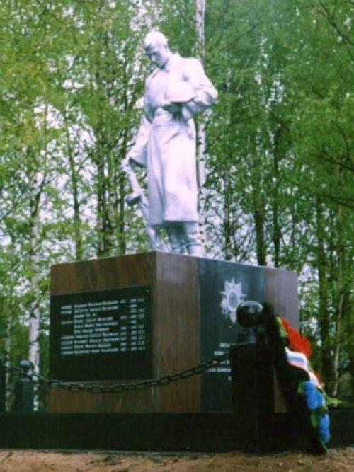 д. Федосихино Бологовского р-на. Памятник, установленный на братской могиле советских воинов.