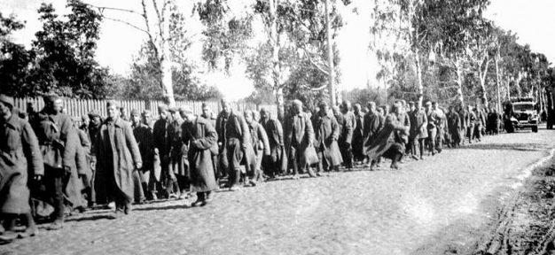 Колонны советских военнопленных. Август 1941 г.