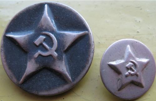 Пуговица НКВД образца 1934 года диаметром 17 мм и 28 мм.