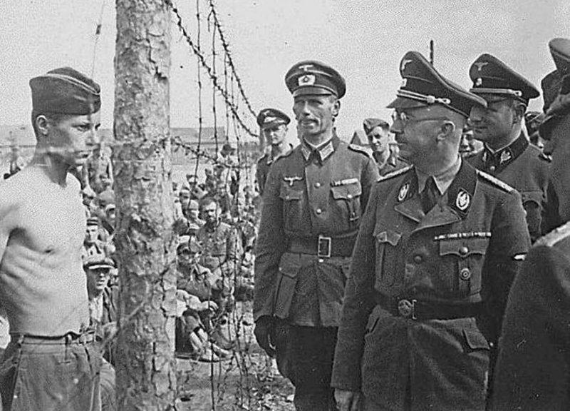 Гиммлер инспектирует концлагерь на улице Широкой в Минске. Август, 1941 г.