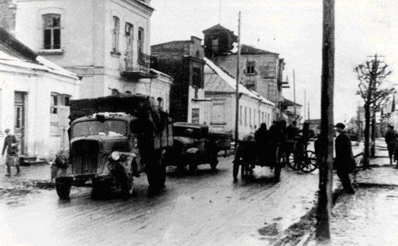 Красная Армия входит в Дубно. Март 1944 г.