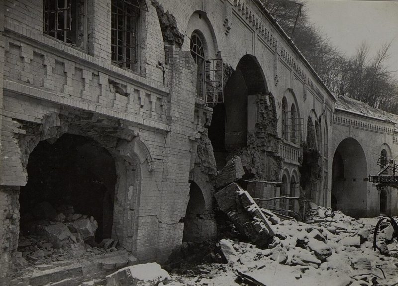 Разрушения в городе. 1944 г.