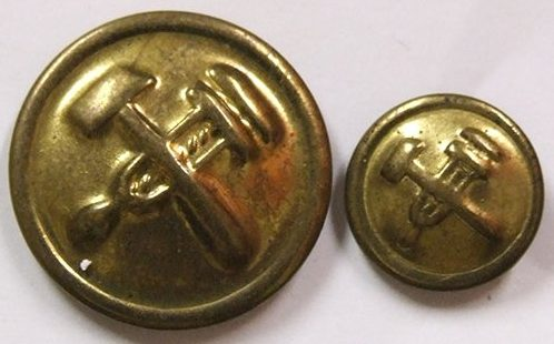 Пуговица из латуни диаметром 14 мм и 22 мм НКПС образца 1943 года.