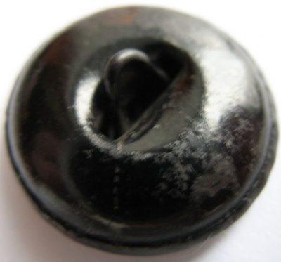 Пуговица НКС образца 1932 года из стали диаметром 23 мм, окрашенная черным лаком.