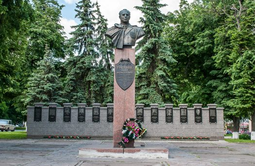 г. Хорол .Мемориал с именами героев СССР.
