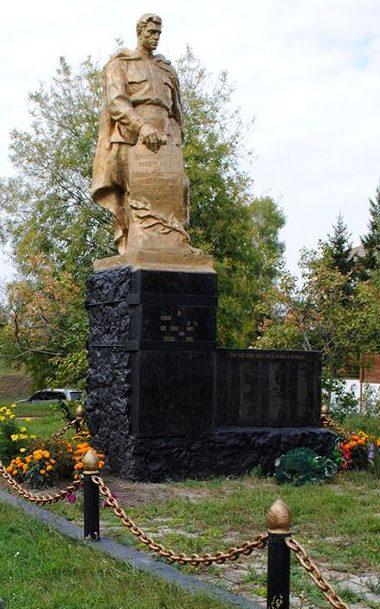 с. Гильци Чернухинского р-на. Памятник односельчанам, погибшим в годы войны.