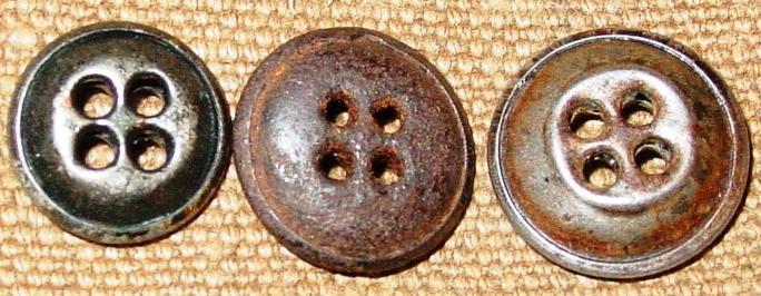 Брючные металлические пуговицы образца 1933 года.