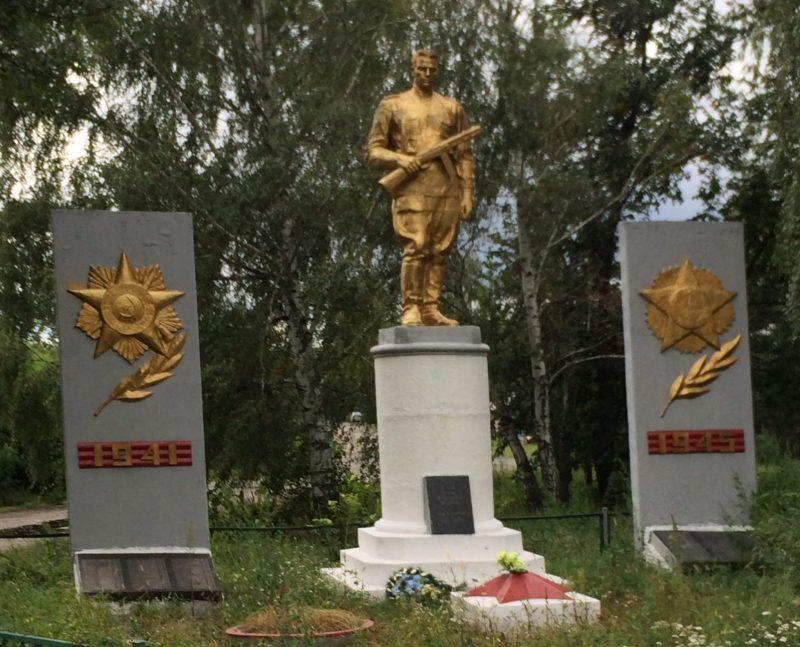 с. Пизныки Чернухинского р-на. Памятник, установленный на братской могиле советских воинов.
