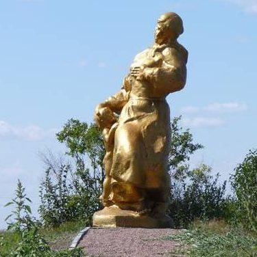 с. Барановка Шишацкого р-на. Памятник погибшим мирным жителям села.