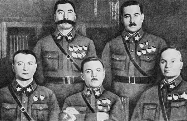 Первые маршалы Советского Союза: М.Н.Тухачевский, К.Е.Ворошилов, А.И.Егоров; С.М.Буденный, В.К.Блюхер. 1935 год.