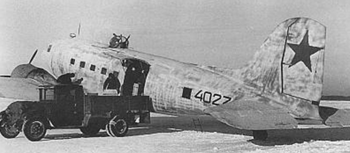 Транспортный самолёт Ли-2 (Дуглас DC-3). 1942 г.