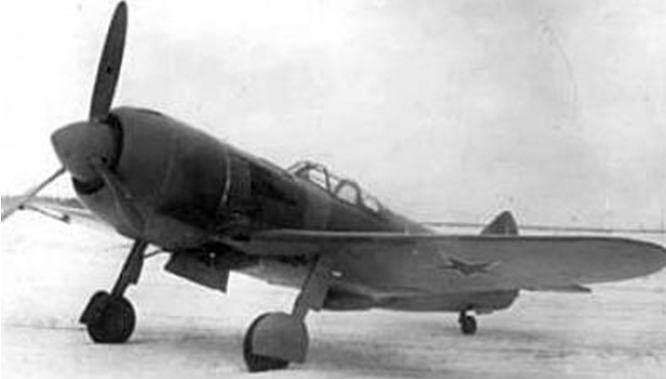 Одни из первых истребителей Ла-5 на аэродроме. 1943 г.