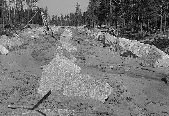 Финские противотанковые заграждения на рубеже Ваммелсуу - Куутерселькя.